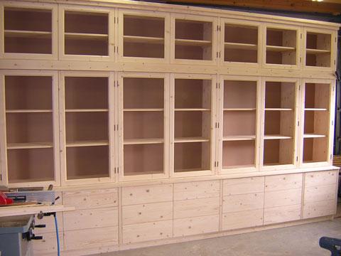 http://www.meubelmakerijrobbos.nl/images/foto/kasten/groot/boekenkast-vuren-4.jpg